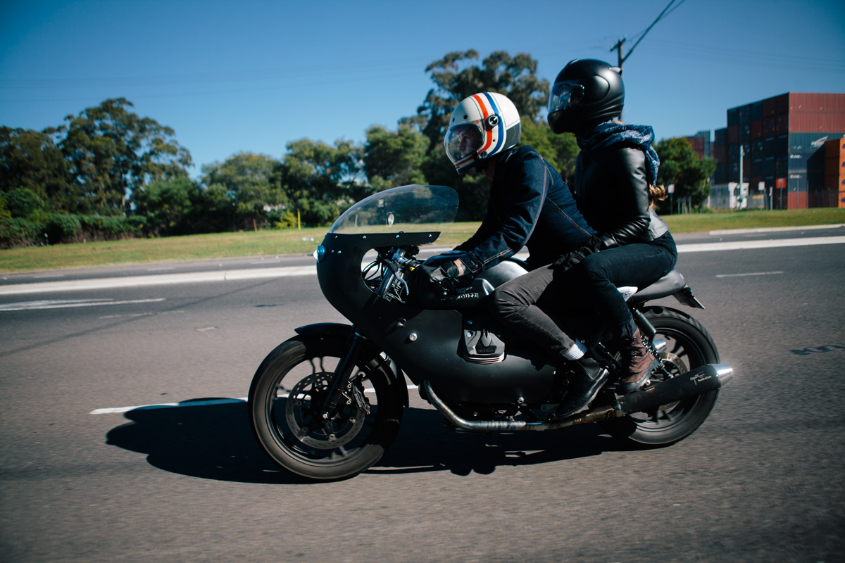 brad s moto guzzi v7 cafe racer throttle roll. Black Bedroom Furniture Sets. Home Design Ideas