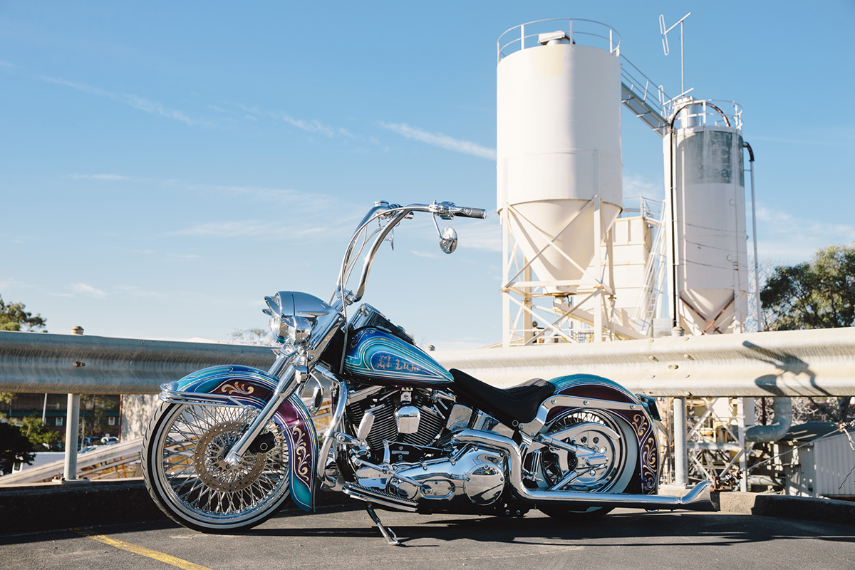 Harley-Davidson_Heritage_Softail_lowrider20160721