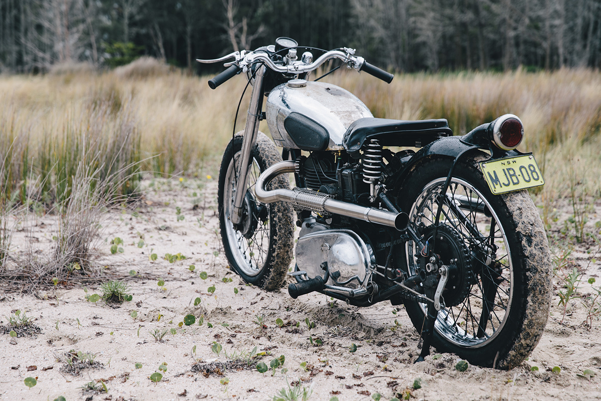 royal_enfield_bobber_j2-300