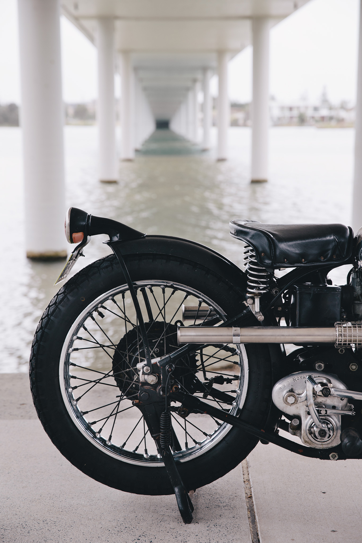 royal_enfield_bobber_j2-42