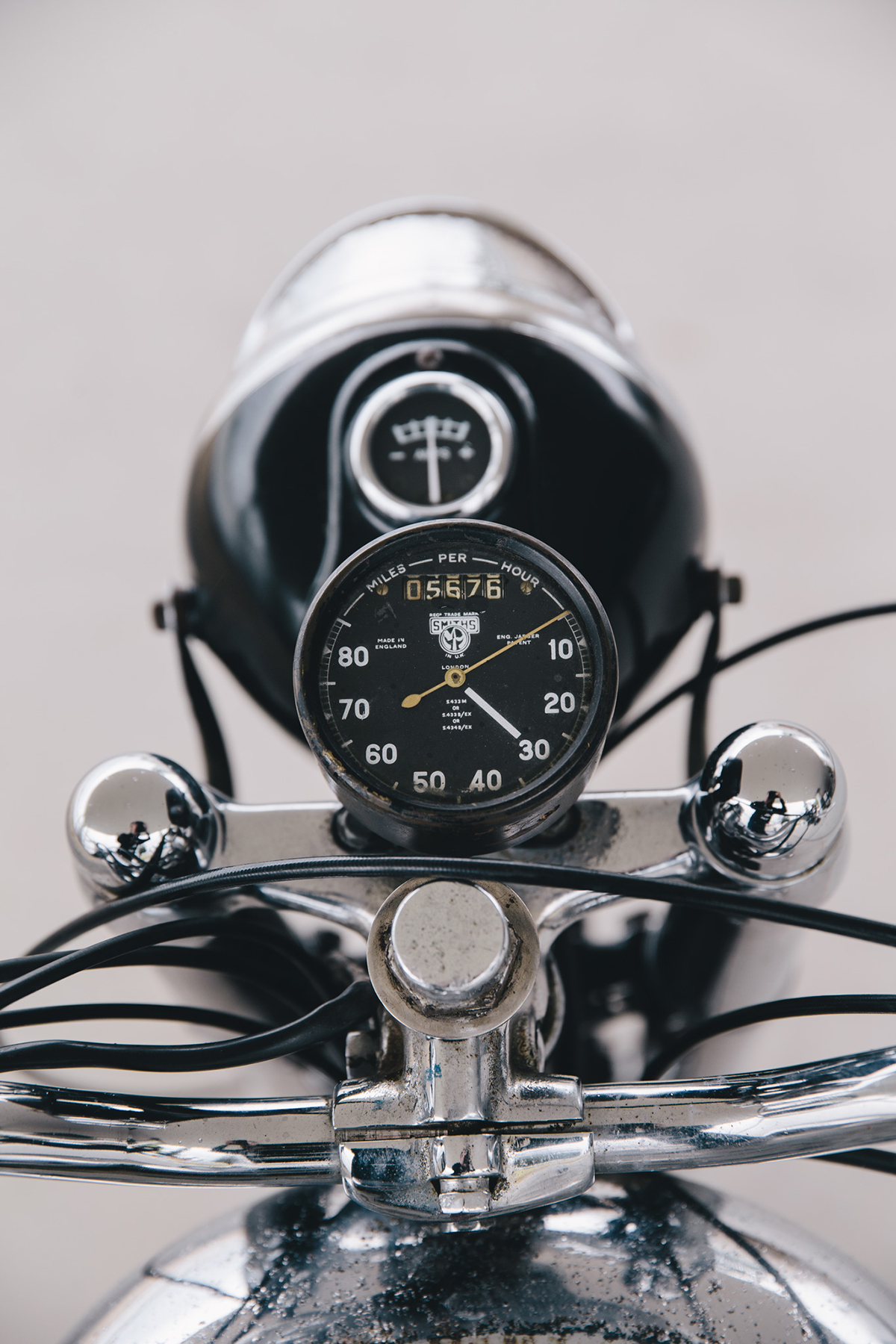 royal_enfield_bobber_j2-77