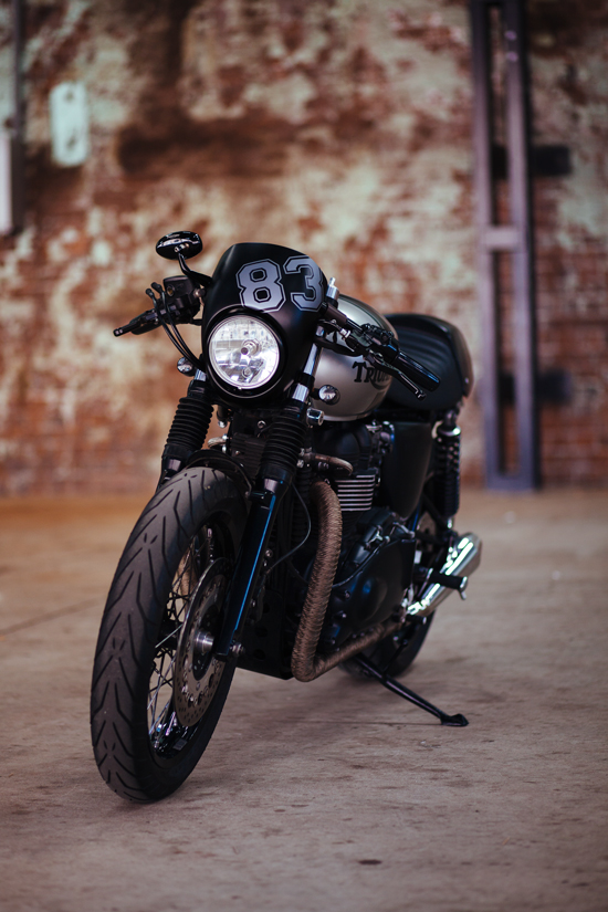 andre 39 s triumph thruxton cafe racer throttle roll. Black Bedroom Furniture Sets. Home Design Ideas
