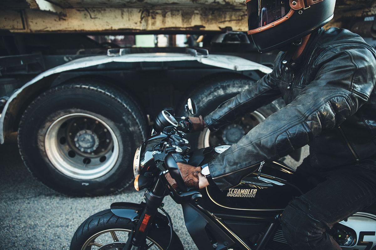 2017 Ducati Scrambler Cafe Racer Throttle Roll